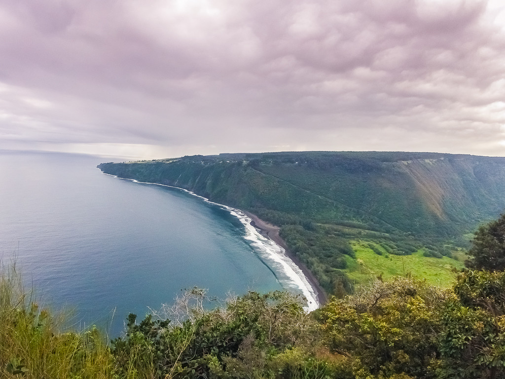 Curving coastline of the Waipio Valley