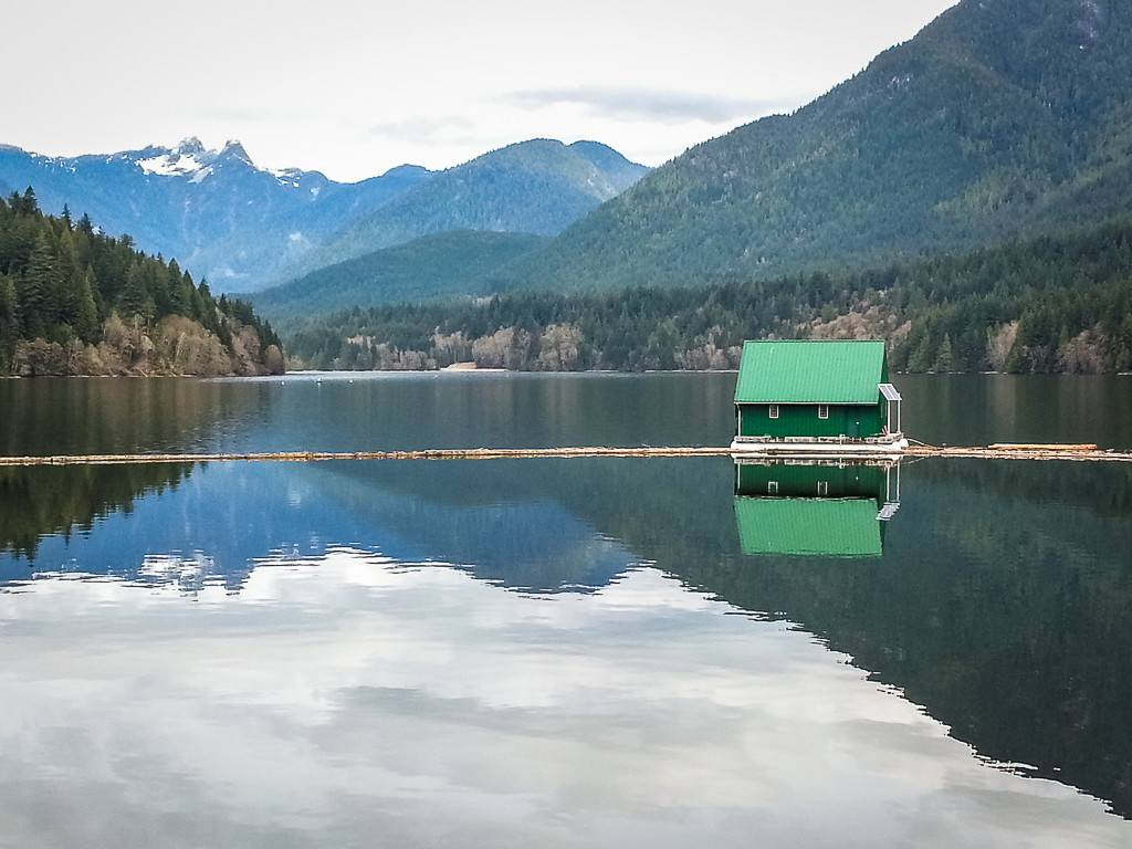 The views out over Capilano Lake