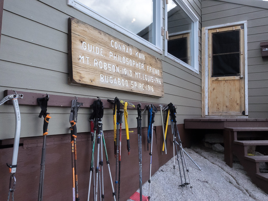 Storage outside for hiking poles and ice axes
