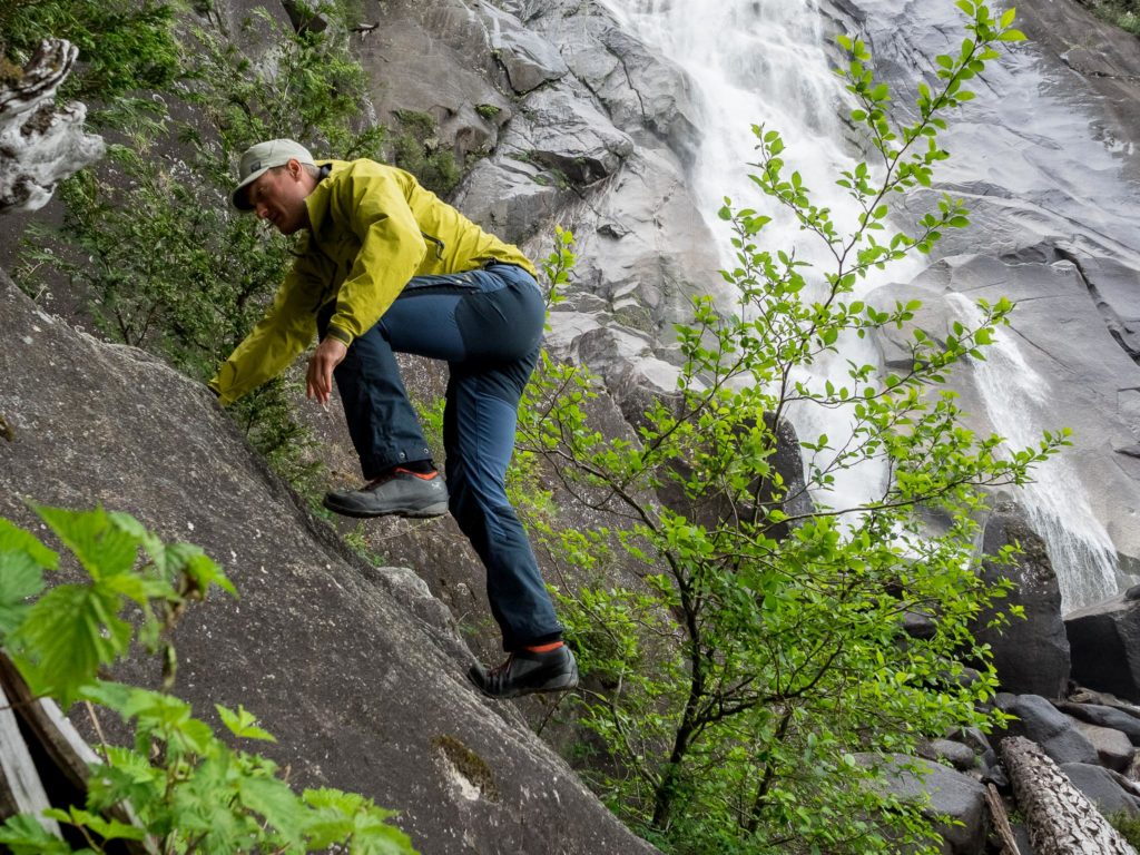 No tight spots or pinching when high-stepping or scrambling in the Keb Pants