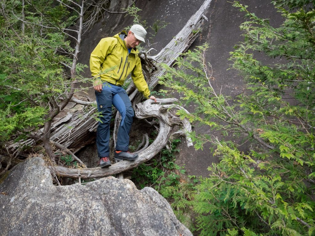 Scrambling over roots and rocks in the Fjallraven Keb Pants
